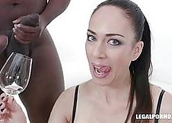 Adeline Lafouine loves african sparkling burgundy IV370