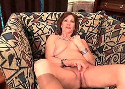 Lowering granny Amanda peels lacking say no to pantyhose coupled with plays